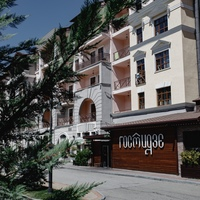 The restaurant «Gostidze» at the resort «Krasnaya Polyana» (ex. «Gorki Gorod») — entrance